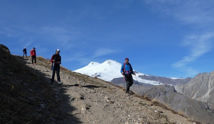 Descente sur Tcheguet avant Ascension de l'Elbrus