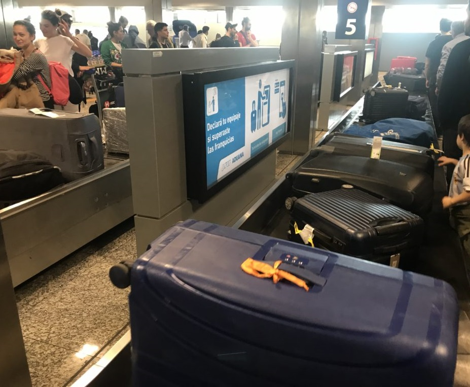 Attente des bagages à l'aéroport international de Buenos Aires
